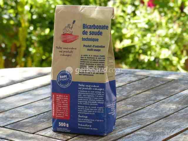 Comment le marc de café est-il utilisé contre les pucerons ?